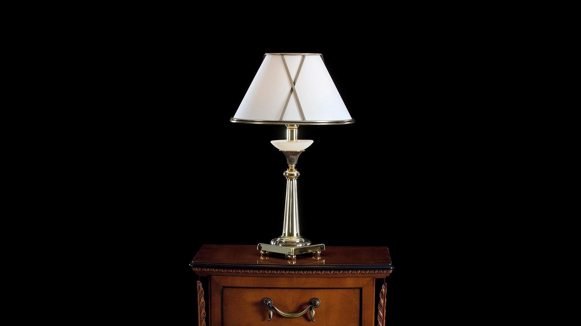 Lámpara de mesita clásica Alfil-2587 by Almerich en muebles antoñán® León