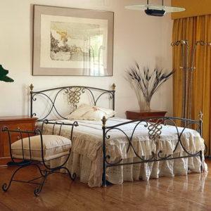 Dormitorio en Forja y Latón 57 cama Berruguete by Peña Vargas® en muebles antoñán® León